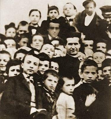 Don Bosco entre los muchachos: su primera foto