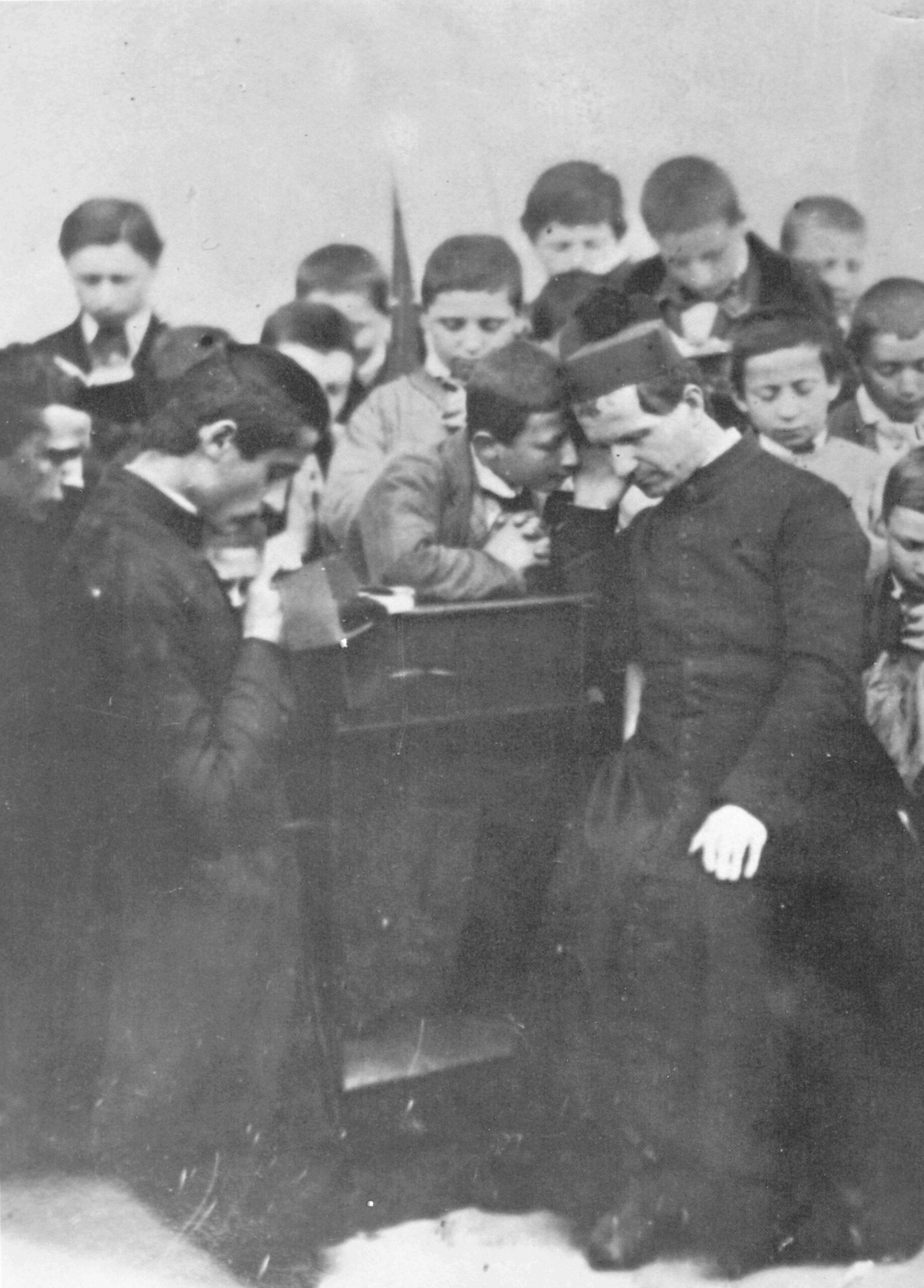 Don Bosco confesando: sacerdote entre los jóvenes